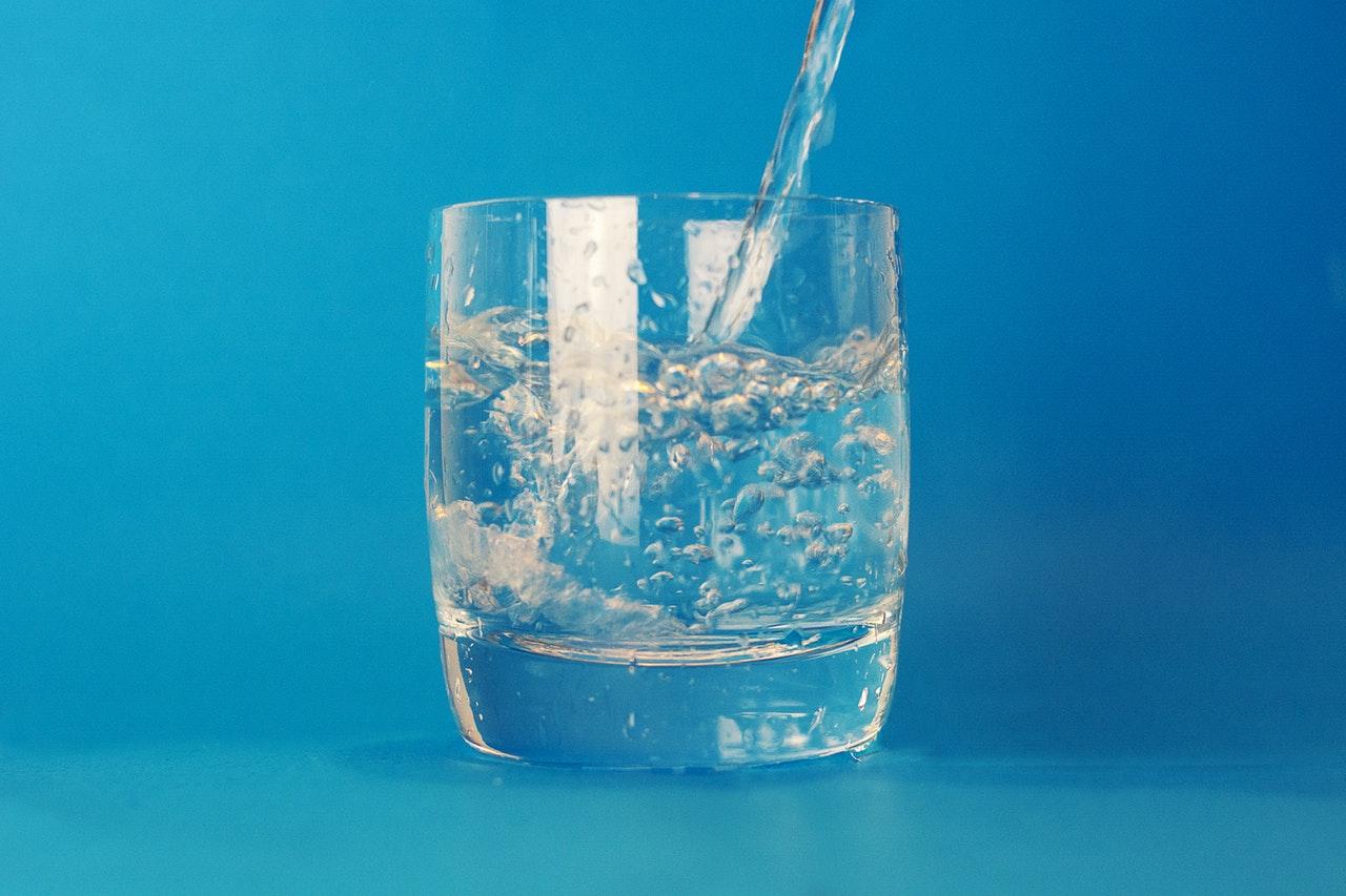 Acqua pura: l'acqua alcalina ionizzata contro l'invecchiamento